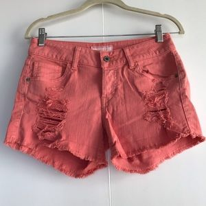 GUESS | MID-RISE CORAL DISTRESSED DENIM SHORTS